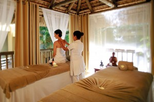 Beachcomber Hotels & Resorts; Mauritius; Île Maurice; Le Victoria Hotel; 4+_star Hotel; Beach; Plage; Beach view; vue sur la plage; Ocean view; vue sur l'océan; Sea view; vue sur la mer; Service; Spa; Wellness centre; Centre de bien-être; Massage; Relaxation; Detox massage;